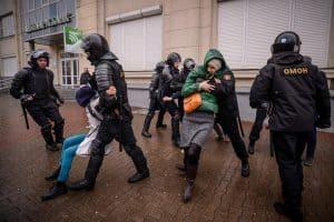 Clash between police and protestors in Belarus
