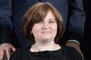 Russian journalist Elena Milashina holding award