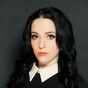 Molly Crabapple headshot