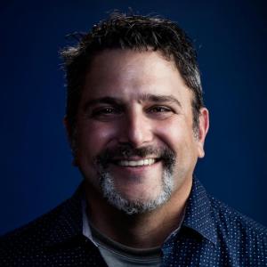 Julio Ricardo Varela headshot