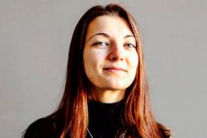 Hanna Komar headshot