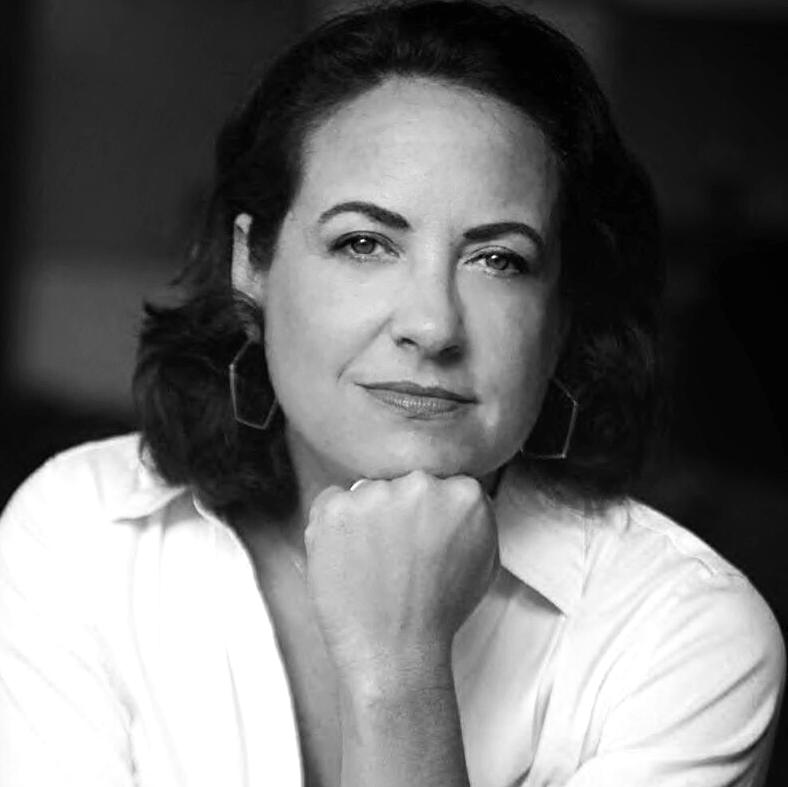 Laura Wides-Muñoz headshot