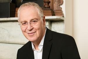 Ron Chernow headshot